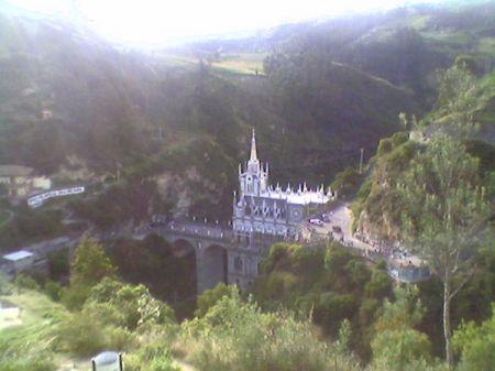 Imponente santuario de las Lajas